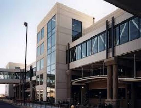 Rodeway Inn & Suites: Bradley airport