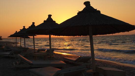 Diamond Deluxe Hotel & SPA - Adults Only: Sunset on the beach
