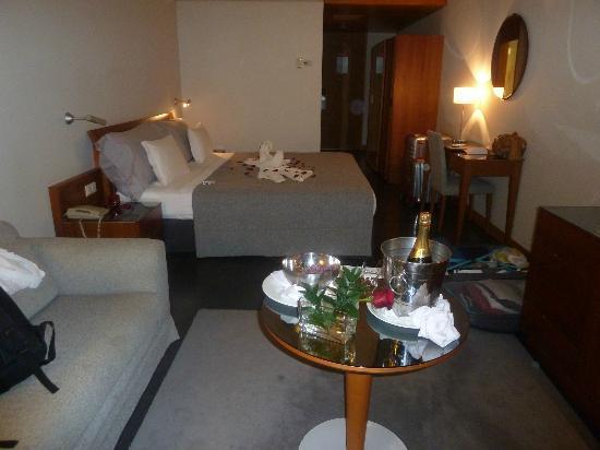 VidaMar Resort Hotel Madeira: habitación amplia y cómoda