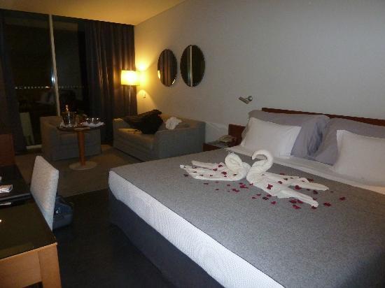 VidaMar Resort Hotel Madeira: habitación amplia, cómoda, muebles simplones