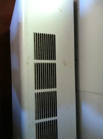 Days Inn Red Wing : Filthy old heater which didn't work anyway