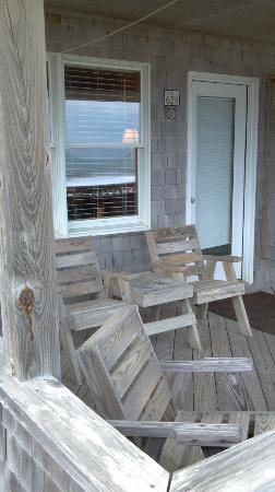 Lighthouse View Oceanfront Lodging: Semi Private Deck