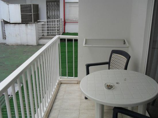 Avenida Apartments: balcony of room 112