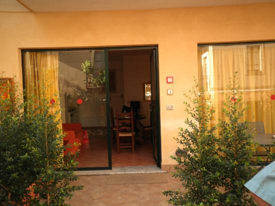 Residence degli Agrumi: Entrance to apartment