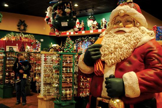 Christmas In Indiana.Browse The Gigantic Santa Claus Christmas Store Picture Of