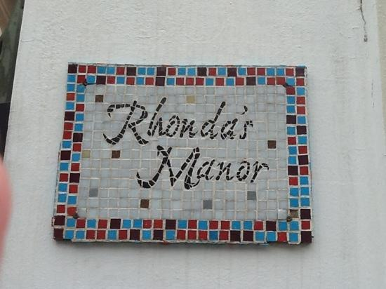 Rhonda's Manor Guest House: Rhonda's Manor