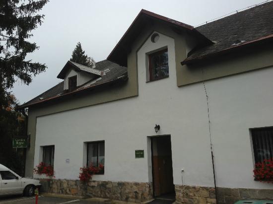 Golf Resort Hotel Konopiste: farmhouse building