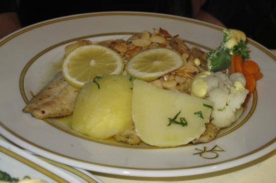 Gasthof Alte Post: Felch filet smothered in almonds