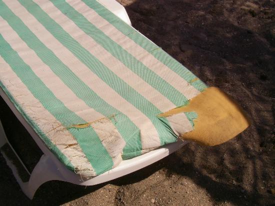 Holiday Garden Resort: Broken mattresses on the beach.