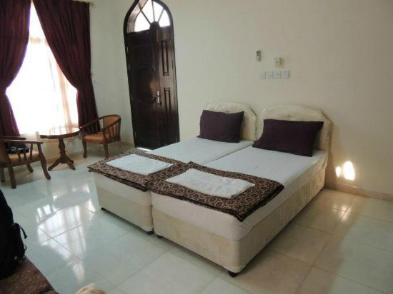 Al Taif Tours Accommodation: A room, has a tv and refrigeratot
