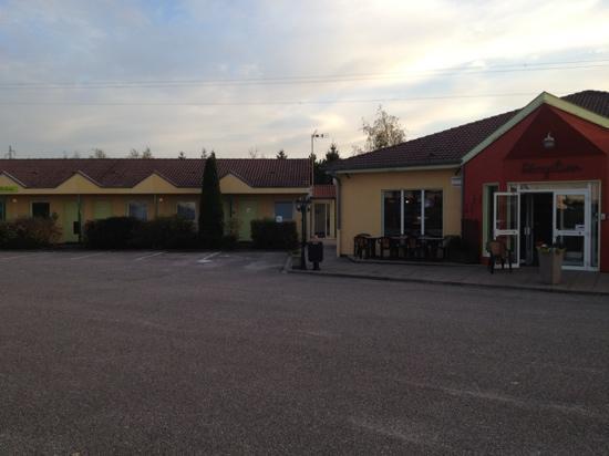 Hotel Restaurant Portes de Meuse : partie gauche