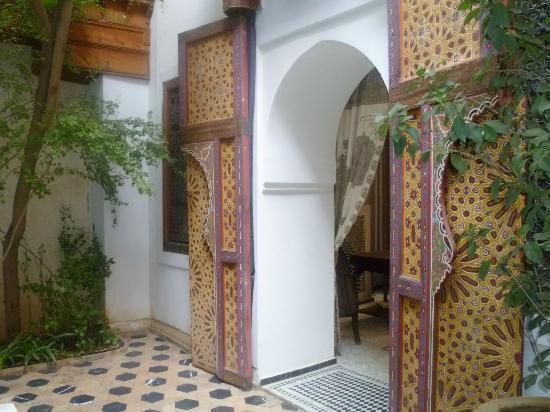 Riad Trois Cours: entrance/reception area