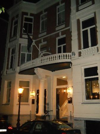 Entrance to the Hotel Piet Hein.
