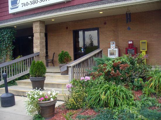 Hocking Hills Diner: Exterior landscaping (access ramp is out of picture)