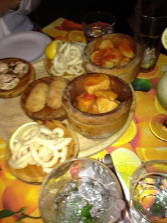 Cuba Libre & Havana Bar: Calamari, potatoes, stuffed mushrooms and fish kebabs - lovely :-)