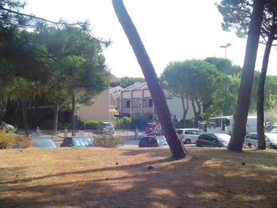 Parco Hemingway Villaggio: The villaggio from the park