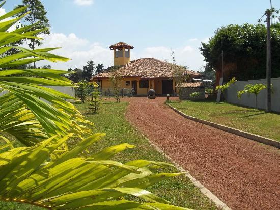 Nisalavila: The drive upto the Villa