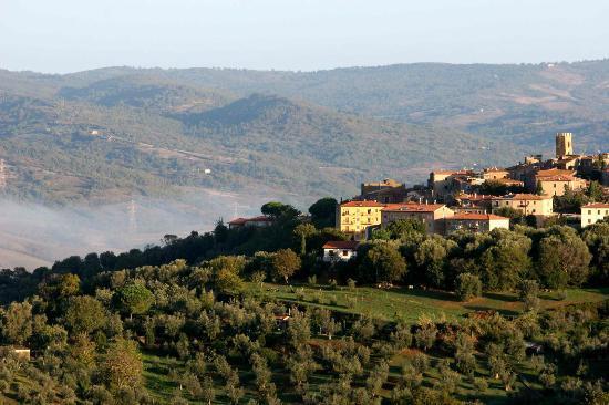 Azienda Agrituristica Bio Le Macchie Alte: Montemerano vu du jardin