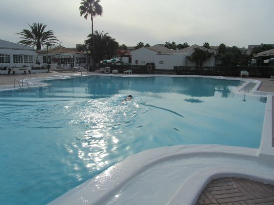 Campo Golf Bungalows: piscina...