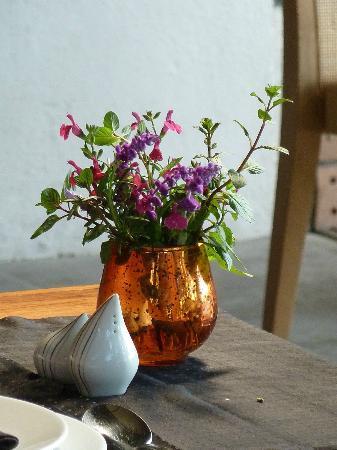 Restaurante Valle Di Garda: Un detalle bonito adornando las mesas.