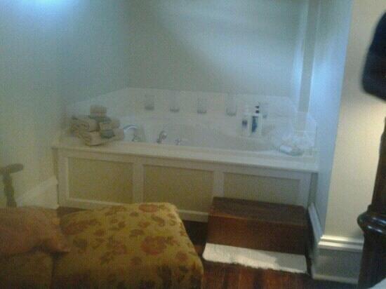 Nostalgic Place Bed & Breakfast Inn: Whirlpool