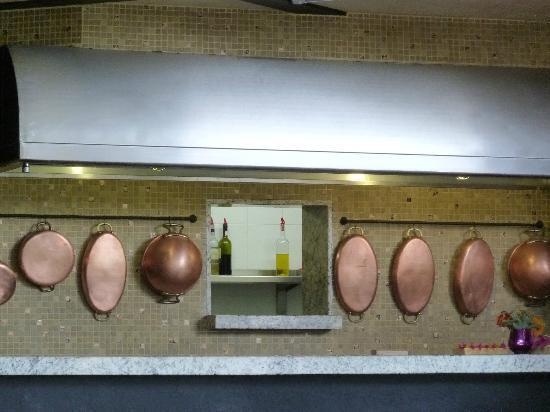 Restaurante Valle Di Garda: Otra vista de la barra de servicio.
