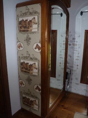 Locanda Sandi : Dettaglio: l'armadio della camera