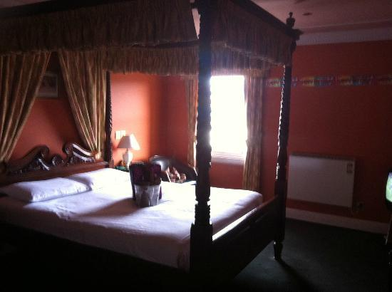 The Inveraray Inn: room