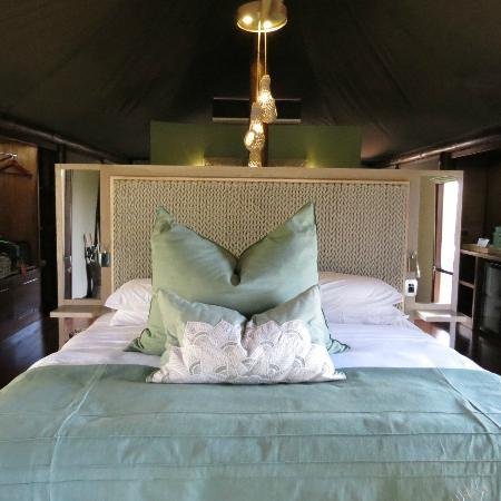 andBeyond Ngala Tented Camp: bed area