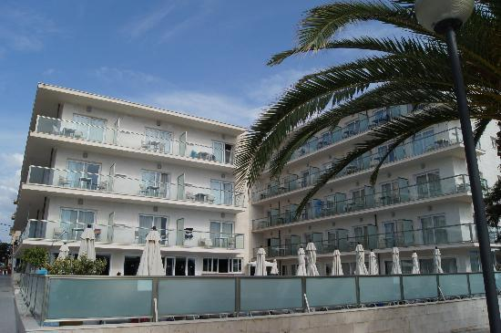 Hotel Som Fona: Vue sur l'hôtel de la mer