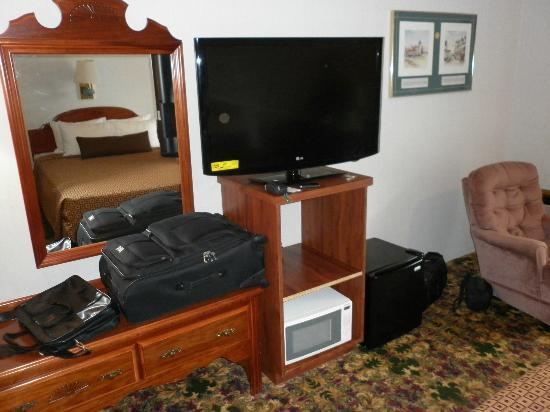 Ramada Mackinaw City Waterfront: New TV Refrig in on floor