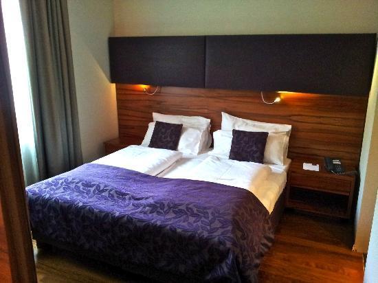 Pakat Suites Hotel: Coté chambre
