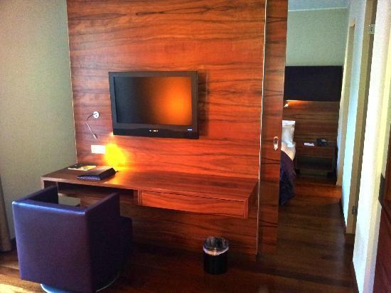 Pakat Suites Hotel: Coté salon / bureau