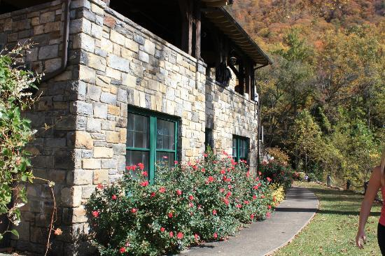 Tuckasiegee River Mountain Lodge: front of the house