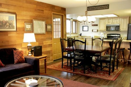 Whitefish Mountain Resort Lodging: Dining Room in a Lotus Condo