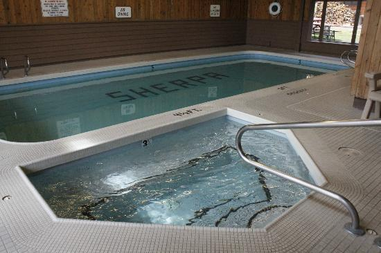 Whitefish Mountain Resort Lodging: Hot Tub and Pool at the Sherpa Complex
