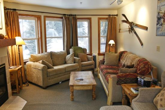 Whitefish Mountain Resort Lodging: Kintla Lodge Living Room