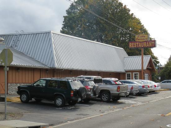 Tumwater, Ουάσιγκτον: Falls Terrace Restaurant - street side