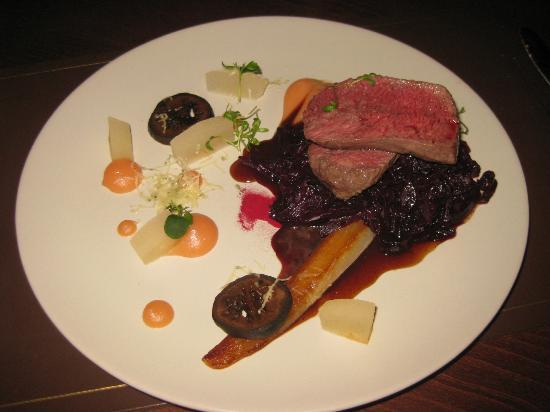 Preston House Restaurant and GuestHouse: Venison with red cabbage