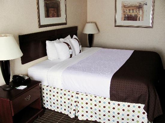 Holiday Inn Norton: King size bed