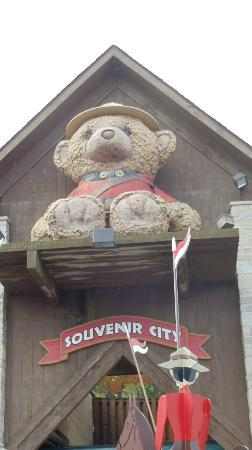 Souvenir City Headquarters: Outside