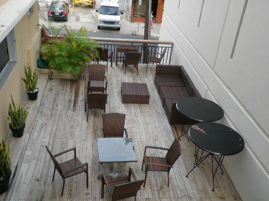 Casa Condado Hotel: Outside patio located on the second floor.