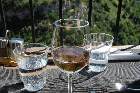 La Cave de Tourrettes : Côtes de Provence 3 terres choisi par le patron après exposé de nos goûts.