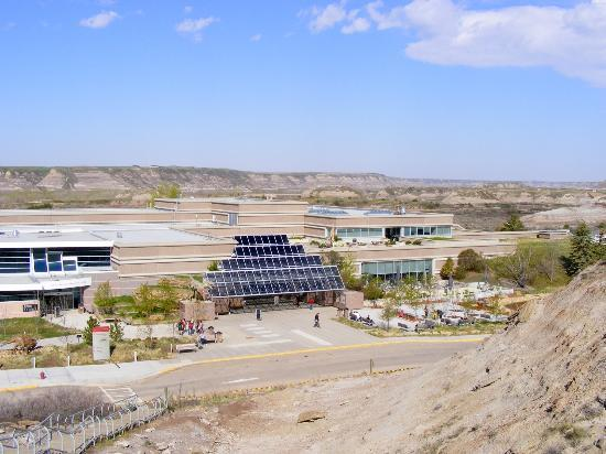 Royal Tyrrell Museum: The Museum and surrounding badlands