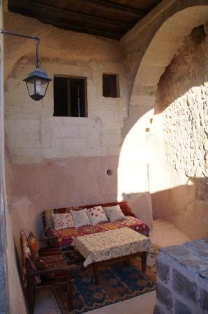 Takaev Cave Hotel & Guest House: verschillende hoeken en ruimtes om te relaxen..