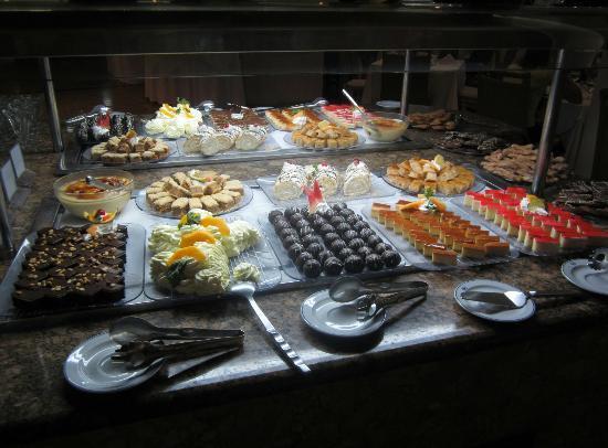 Sirenis Punta Cana Resort Casino & Aquagames: Desserts!!