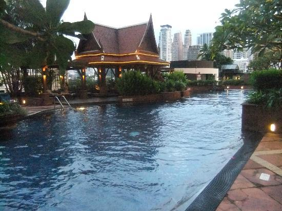 The Athenee Hotel, a Luxury Collection Hotel, Bangkok: La piscina