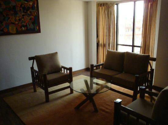 Gaju Suite Hotel: Sitting area/living room