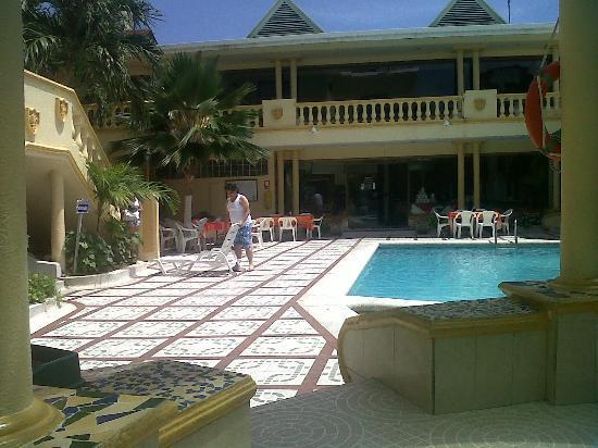 Apartahotel Las Americas: Restaurante y piscina