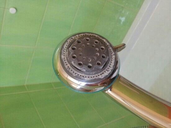 Hotel Ristorante Miramare: doccia al calcare